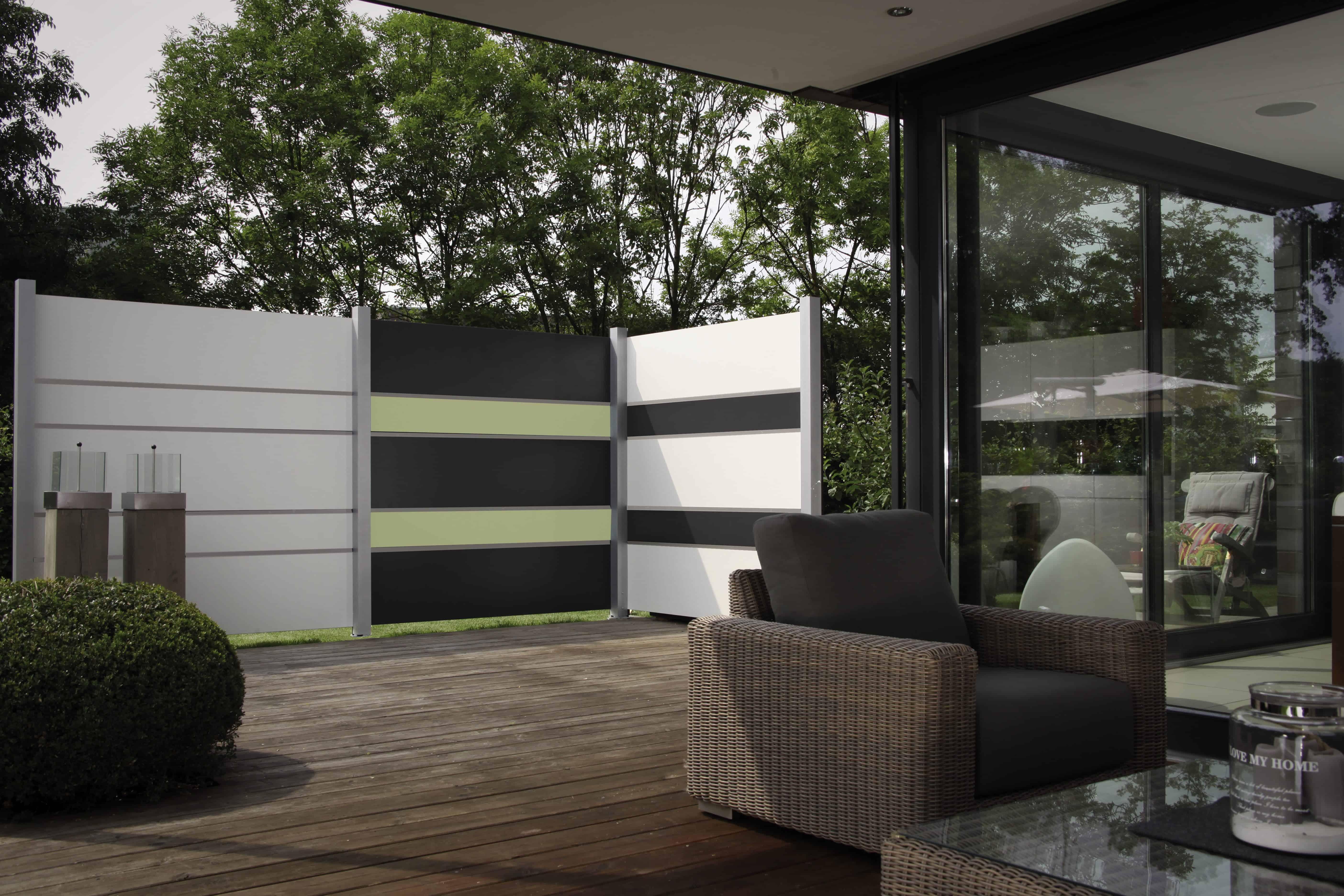Inkijk beperken in stijl, stem de kleur van de privacywand af op de buitenomgeving, gevel, ramen, ...