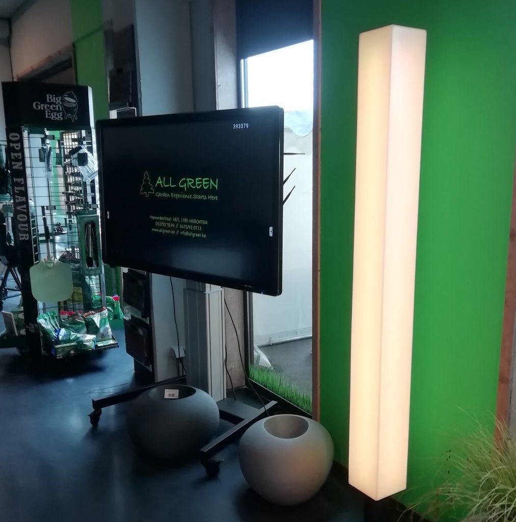 MiLunocs designlamp in showroom All Green