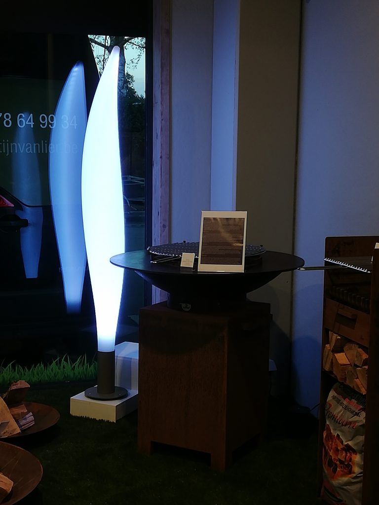 MiLunocs designlamp schittert bij valavond
