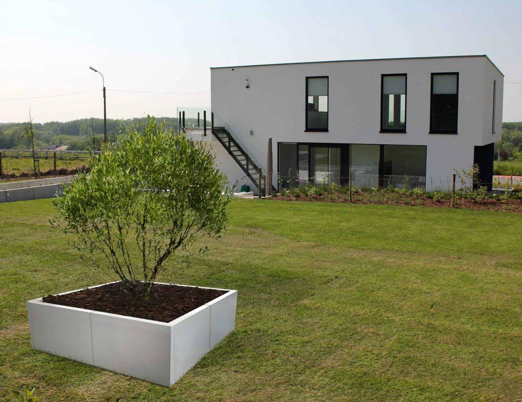 Modulair opgebouwde bloembak rondom de woning