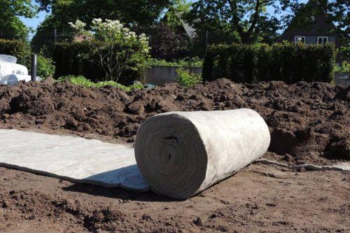 Plaatsing Green Rolls om het gazon groener te houden met minder waterverbruik