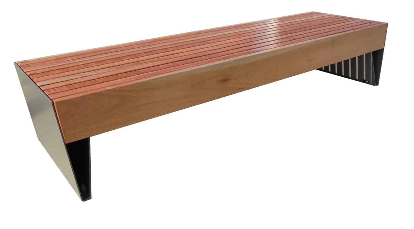 Strakke tuinbank met speciaal V-design in de dragende metalen onderdelen.