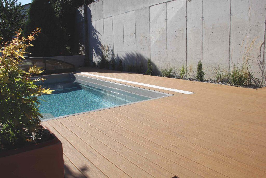 Terrasopbouw rond zwembad.