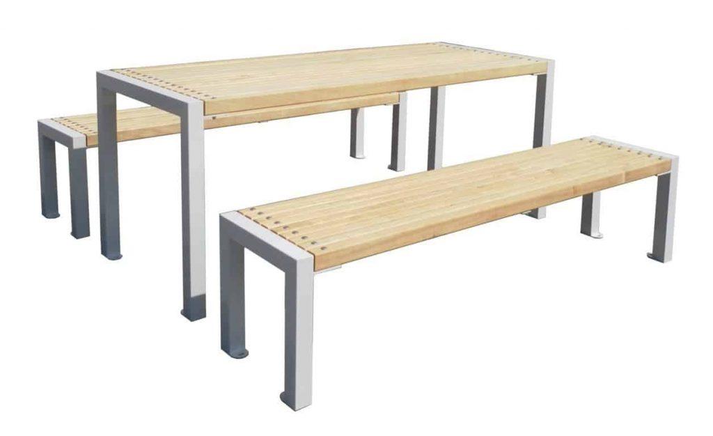 Tuinset van stevige tafel en zitbanken voor terras of dakterras.