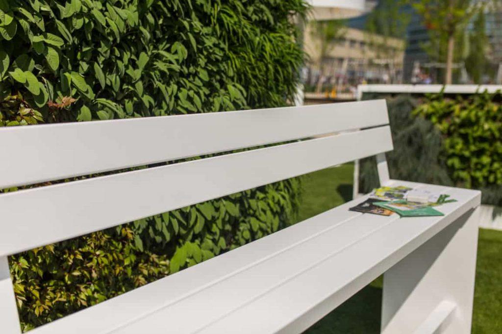 Tuintafels, tuinstoelen en tuinbanken kleuren het moderne buitenleven in. Ontdek ons tuinmeubilair voor de inrichting van tuin, terras of dakterras.